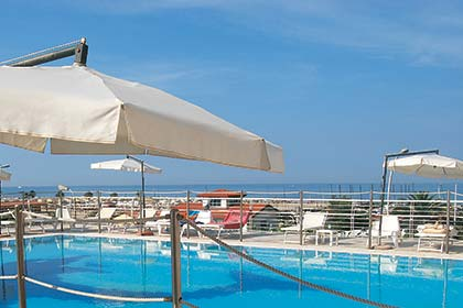 Hotel Joseph mit Schwimmbad in Marina di Pietrasanta
